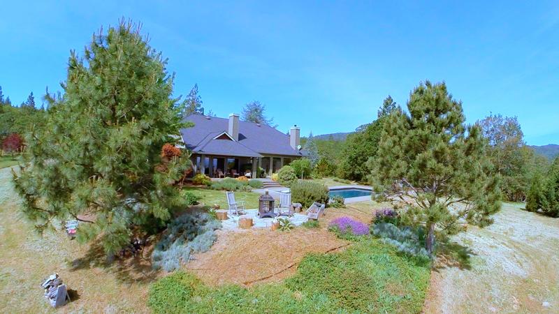 98-placer-hill-drive-jacksonville-oregon-backyard