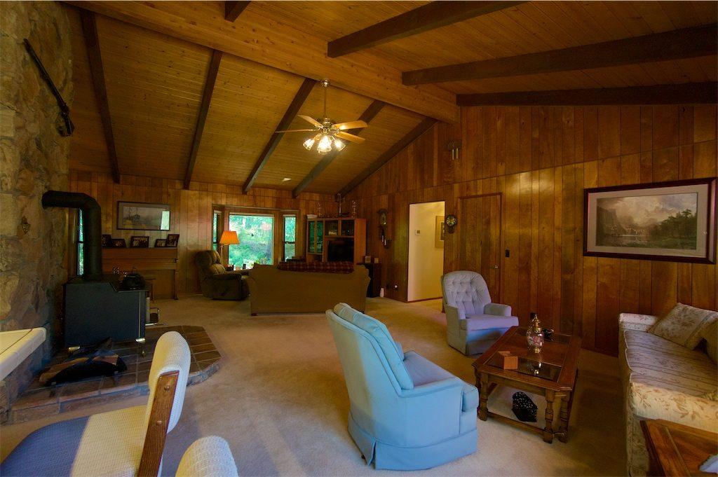 8180 thompson creek road talent oregon living room