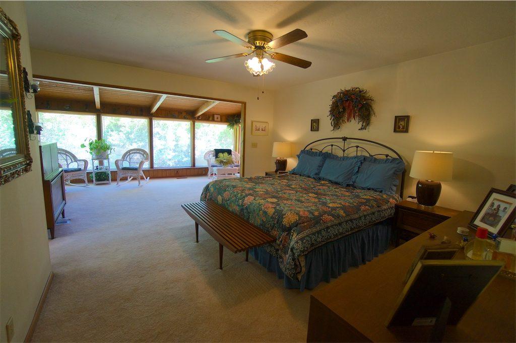 8180 thompson creek road talent oregon master bedroom