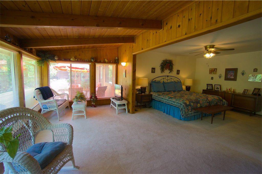 8180 thompson creek road talent oregon master bedroom sitting area
